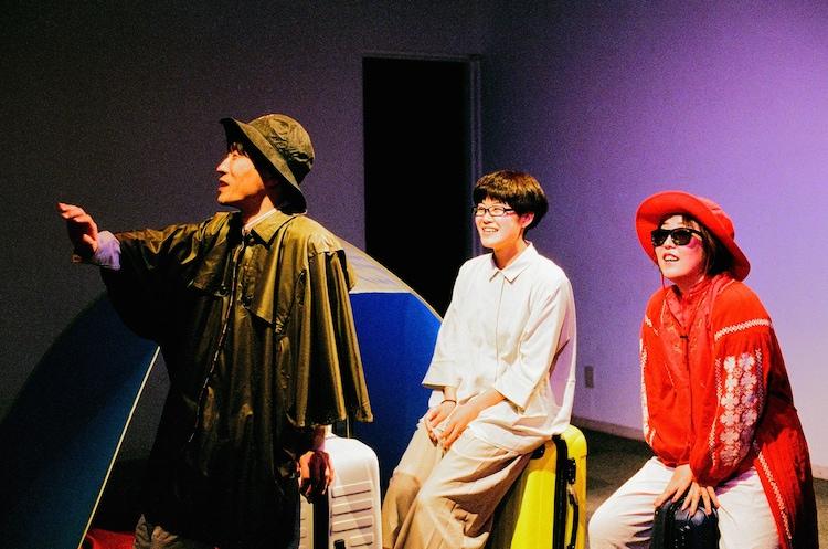ままごと「ツアー」より。左から大石将弘、小山薫子、端田新菜。(撮影:石倉来輝)