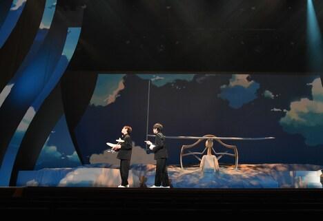 舞台「雲のむこう、約束の場所」より。