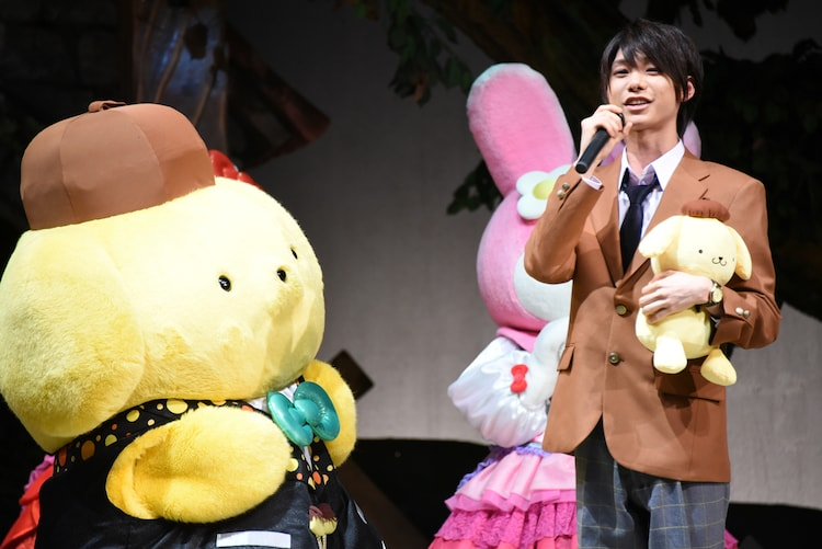 「ミラクル☆ステージ『サンリオ男子』」キャストビジュアルお披露目会より。左からポムポムプリン、長谷川康太役の北川尚弥。