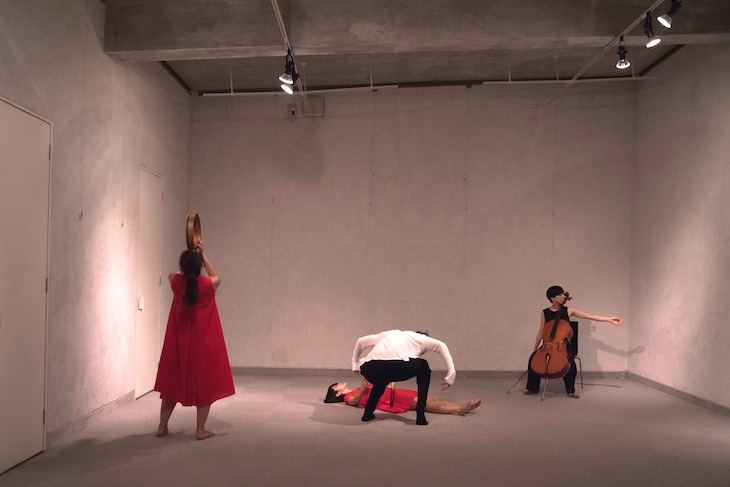 <h4>「ーAllegory 創作シリーズ vol.1ーダンス×音楽×美術館パフォーマンス『FuReRu』思考を拡張する遊び場」リハーサルより。(撮影:志知恭子)