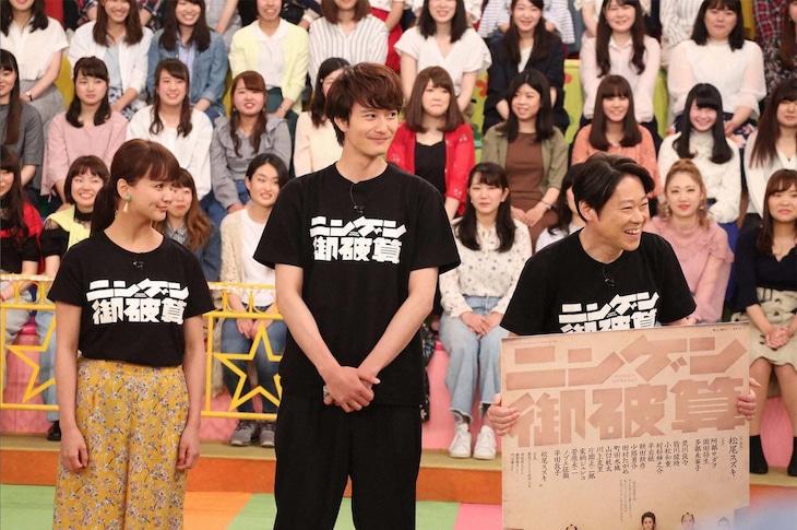 フジテレビ系「VS嵐」より、左から多部未華子、岡田将生、阿部サダヲ。(c)KTV