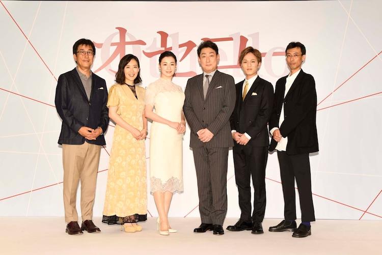 「オセロー」製作発表記者会見より。左から松任谷正隆、前田亜季、檀れい、中村芝翫、神山智洋(ジャニーズWEST)、井上尊晶。