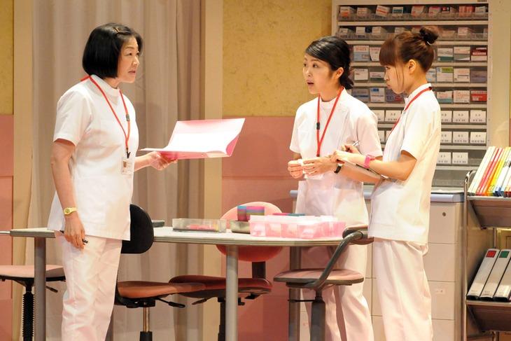 劇団青年座 第232回公演「安楽病棟」より。(撮影:坂本正郁)