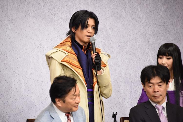 三浦涼介(後列左)