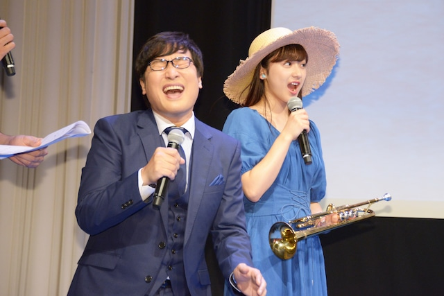 「ONE PIECE」の話題に興奮する山里亮太(左)、平祐奈(右)。