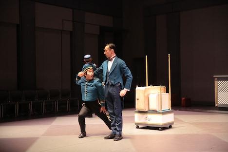 フィジカルシアター「レニングラード・ホテル」より。(c)塚田洋一