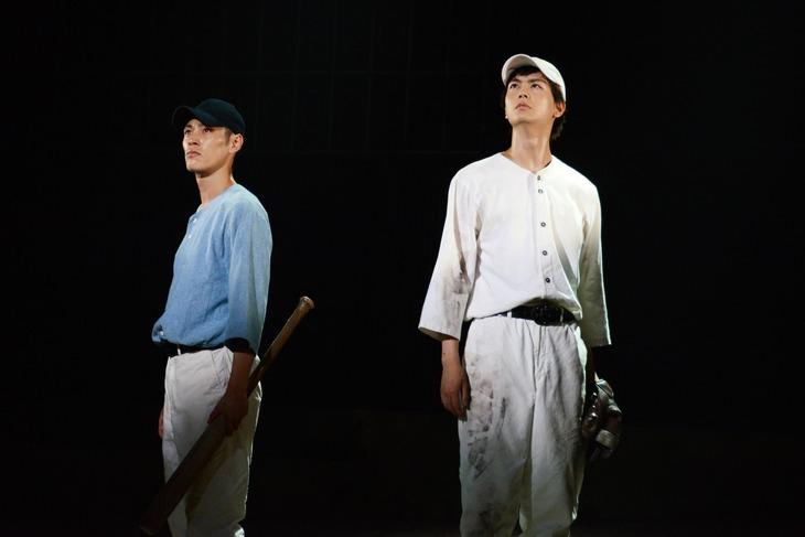 「舞台『野球』飛行機雲のホームラン~Homerun of Contrail」ゲネプロより。左から安西慎太郎演じる穂積均、多和田秀弥演じる唐澤静。