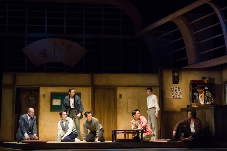 舞台「宝塚BOYS」より。(撮影:桜井隆幸)