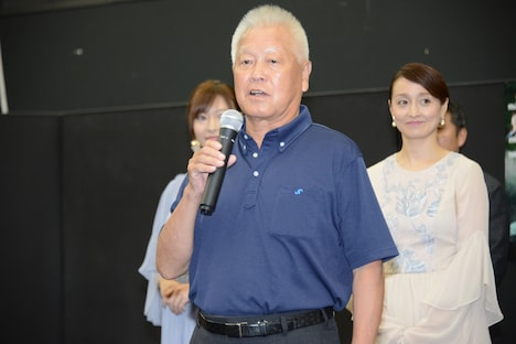 総監督の井戸輝雄(中央)。