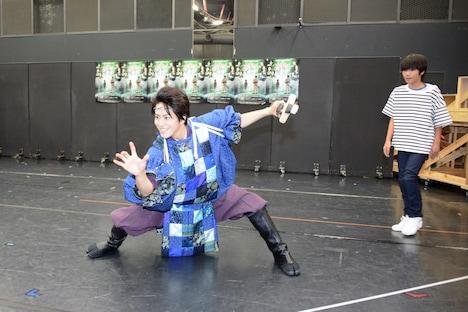 左から廣瀬智紀演じるスサノオ、木村咲哉演じる伊那美琴。