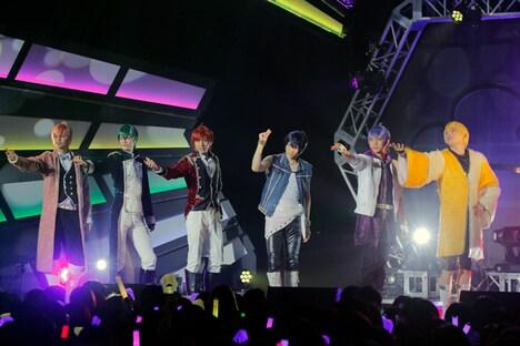 「F6 1st LIVE TOUR『Satisfaction』」より。