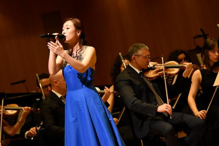 "「Kalafina""Wakana""・龍真咲シンフォニーコンサートwith ローマ・イタリア管弦楽団」より、Wakana(Kalafina)。"