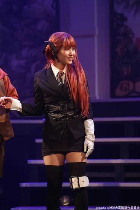 舞台「アルカナ・ファミリア Episode4 アルカナ・デュエロ」より、飯田來麗演じるフェリチータ。(撮影:吉岡晋)