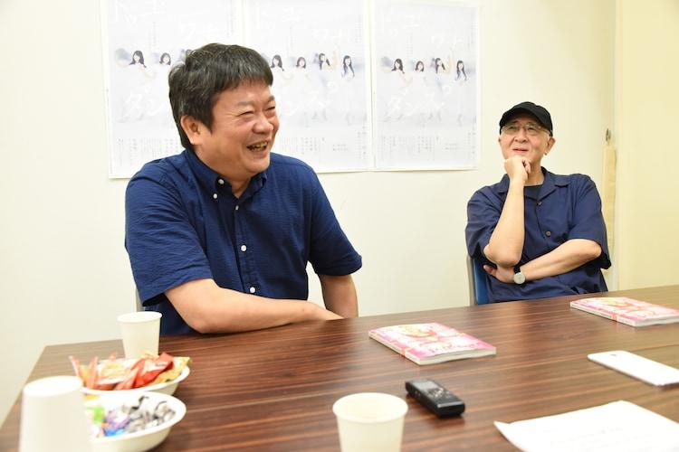 左から本広克行、鈴木聡。