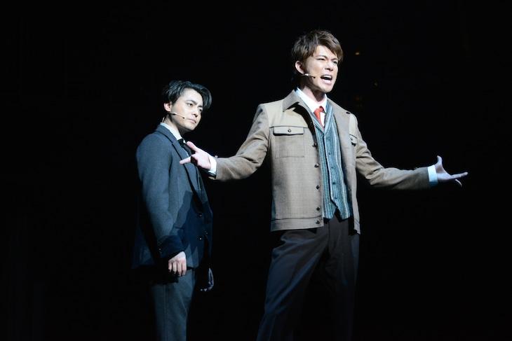 ミュージカル「シティ・オブ・エンジェルズ」ゲネプロより。舞台奥から山田孝之演じるストーン、柿澤勇人演じるスタイン。