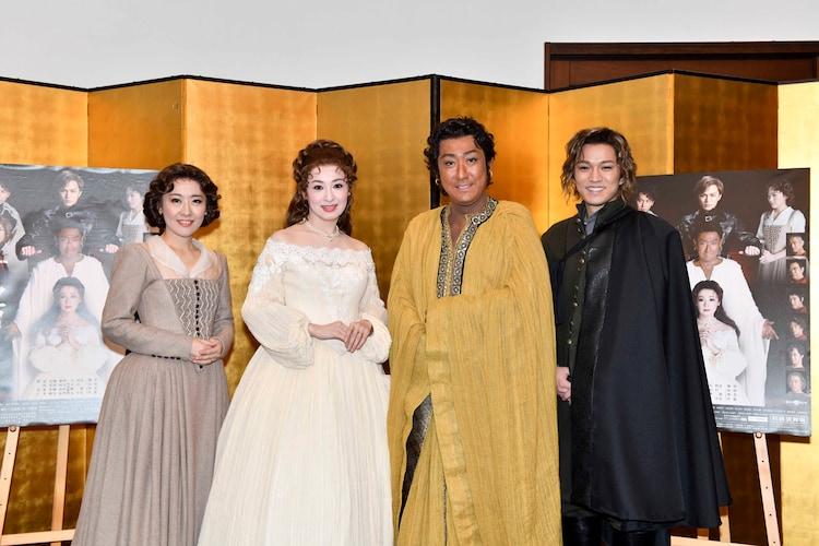 「オセロー」出演者。左から前田亜季、檀れい、中村芝翫、神山智洋(ジャニーズWEST)。