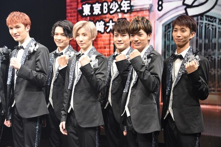 左からジェシー、松村北斗、京本大我、森本慎太郎、高地優吾、田中樹。