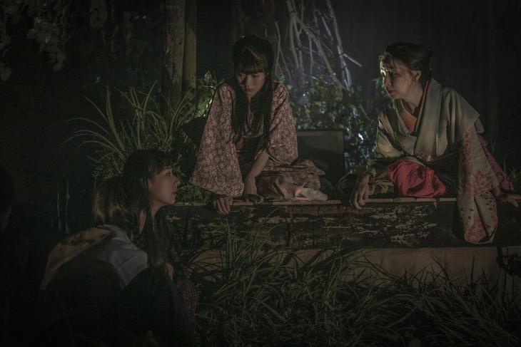 tsumazuki no ishi×鵺的合同公演「死旗」より。(撮影:石澤知絵子)