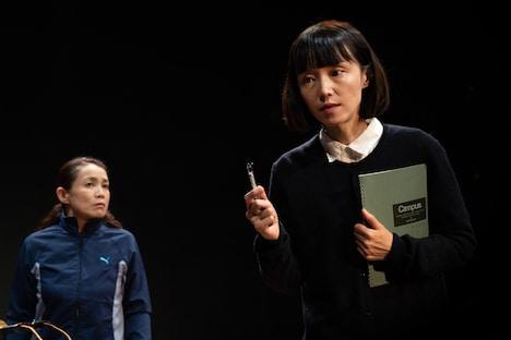 早稲田小劇場どらま館×遊園地再生事業団「14歳の国」より。(撮影:坂内太)