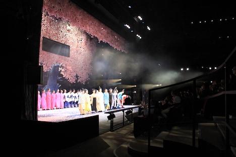 NODA・MAP「贋作 桜の森の満開の下」フランス・パリ公演初日カーテンコールの様子。(Photo by Nathalie Vu-Dinh)