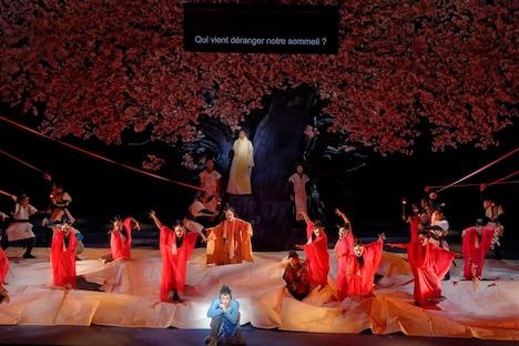 NODA・MAP「贋作 桜の森の満開の下」フランス・パリ公演より。(Photo by Nathalie Vu-Dinh)