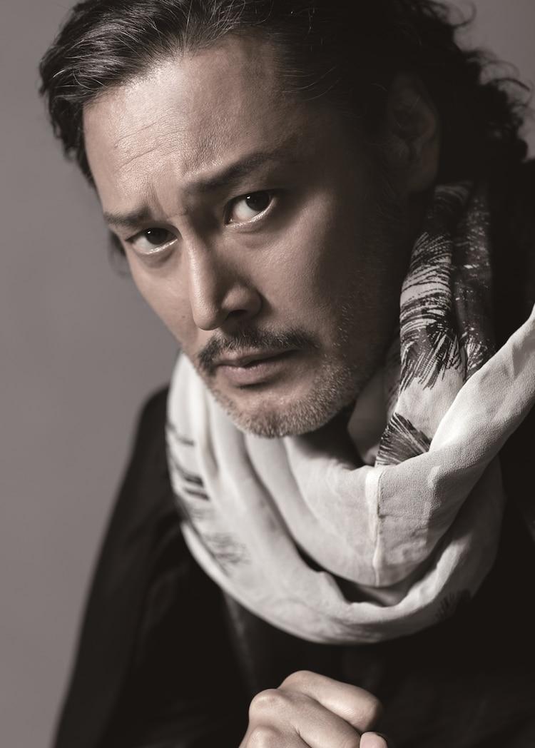 横田栄司扮するフランス王。