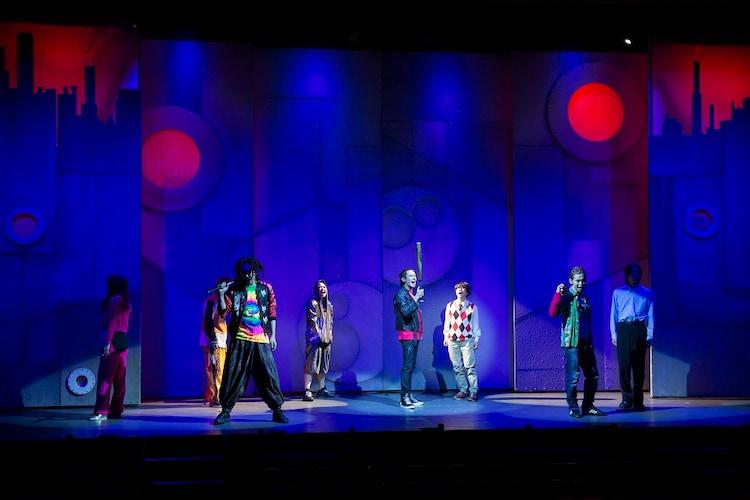 劇団スーパー・エキセントリック・シアター 第56回本公演「ミュージカル・アクション・コメディー『テクニカルハイスクールウォーズ~鉄クズは夜作られる~』」公開稽古より。