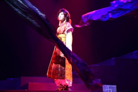 生駒里奈演じるヨナ。