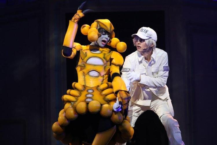 「体内活劇『はたらく細胞』」ゲネプロより、左から富田翔演じる黄色ブドウ球菌、和田雅成演じる白血球(好中球)。