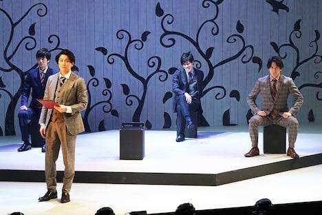 砂岡事務所プロデュース 音楽劇「Love's Labour's Lost」より。