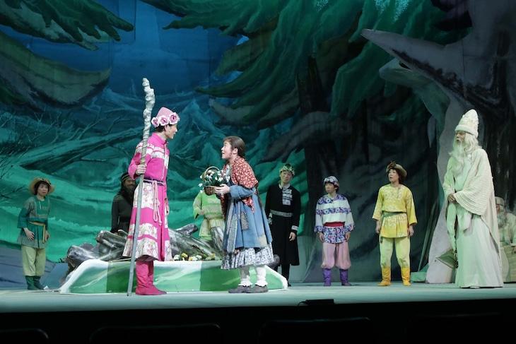 劇団仲間「森は生きている」過去公演より。
