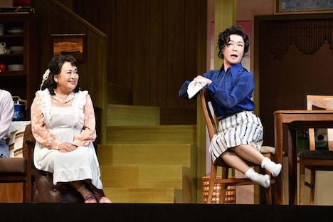 「喜劇 有頂天団地」ゲネプロより。左から渡辺えり、キムラ緑子。