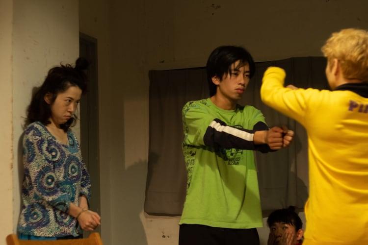 劇団女体盛り 第7回公演「狂和家族」より。(撮影:曽我明日輝)