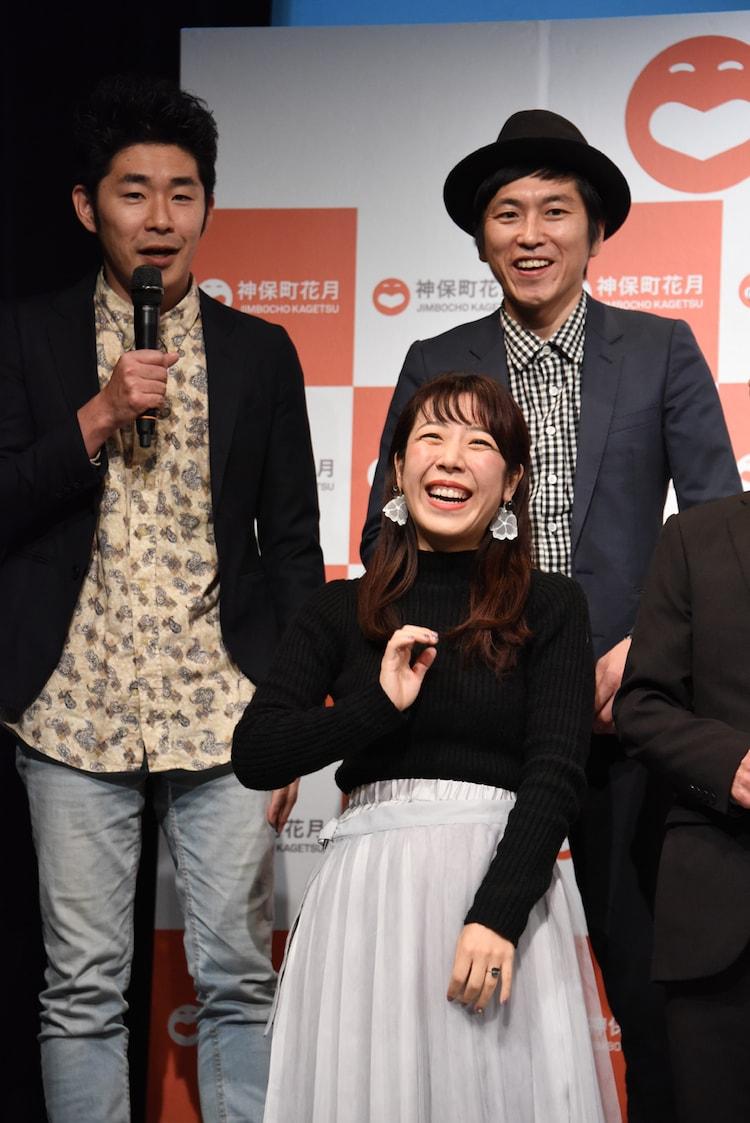 前列中央から時計回りにから山田佳奈、池田一真と村上純(しずる)。