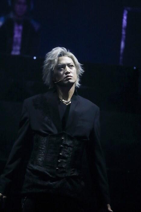 銀岩塩 Vol.3 LIVE ENTERTAINMENT「『神ノ牙-JINGA-転生』~消えるのは俺じゃない、世界だ。~」ゲネプロより。(撮影:石澤瑤祠)