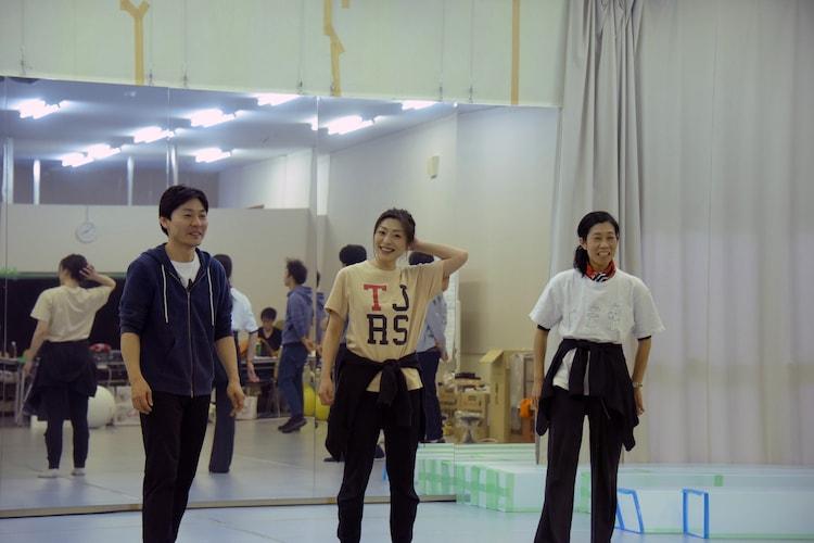 木ノ下歌舞伎「糸井版 摂州合邦辻」稽古の様子。左から武谷公雄、内田慈、西田夏奈子。