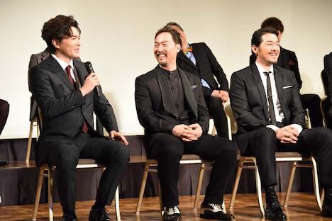 左から佐藤隆紀、福井晶一、吉原光夫。