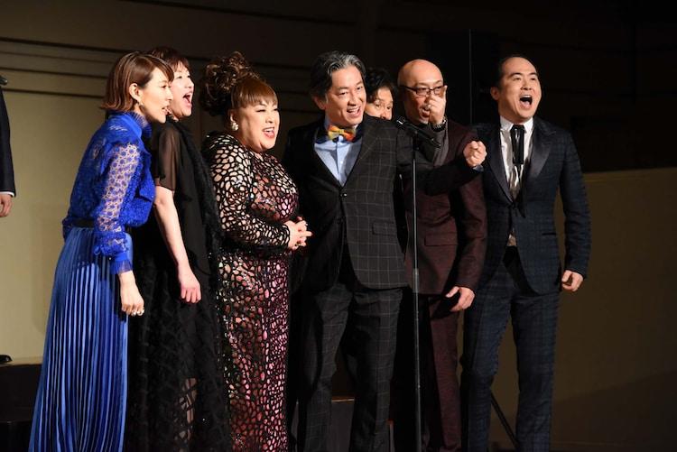 左から朴ろ美、鈴木ほのか、森公美子、駒田一、橋本じゅん、KENTARO、斎藤司。