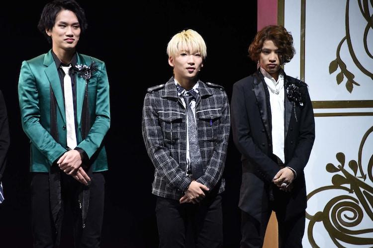 左から白柏寿大、JUKIYA、上野貴博。