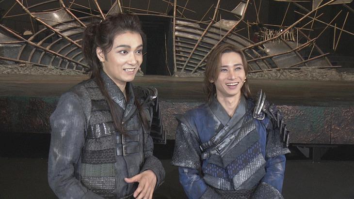 ミュージカル「ナイツ・テイル-騎士物語-」初日の本番直後。(写真提供:NHK)