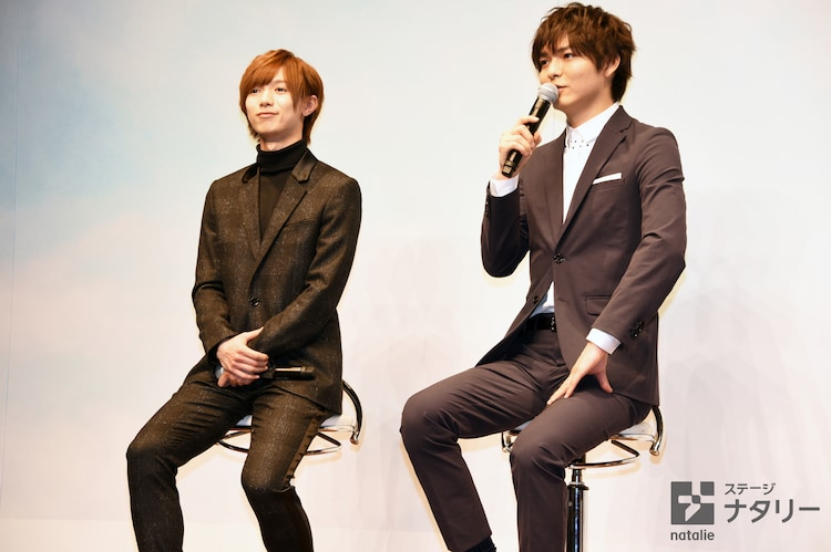 左から七五三掛龍也(Travis Japan / ジャニーズJr.)、薮宏太(Hey! Say! JUMP)。