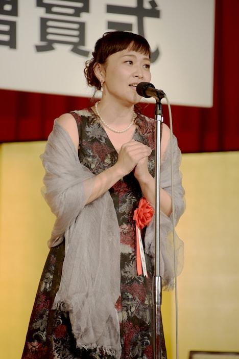 第70回読売文学賞贈賞式より。桑原裕子。