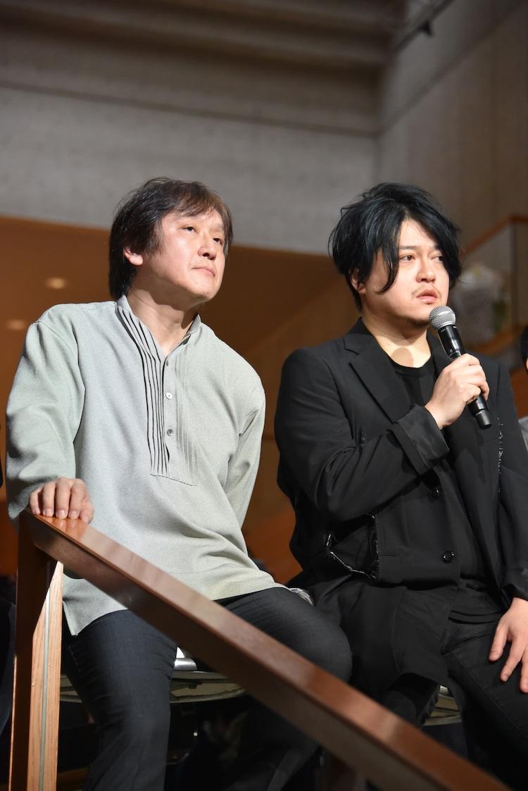 左より大野和士、渋谷慶一郎。