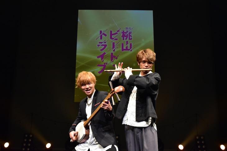 左から山本亮太(宇宙Six / ジャニーズJr.)、原嘉孝(宇宙Six / ジャニーズJr.)。