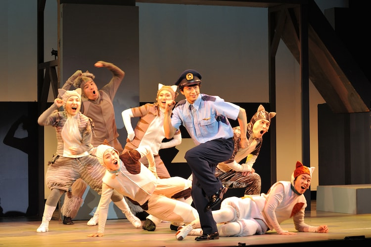 イッツフォーリーズ公演 ミュージカル「ルドルフとイッパイアッテナ」より。(撮影:日高仁)