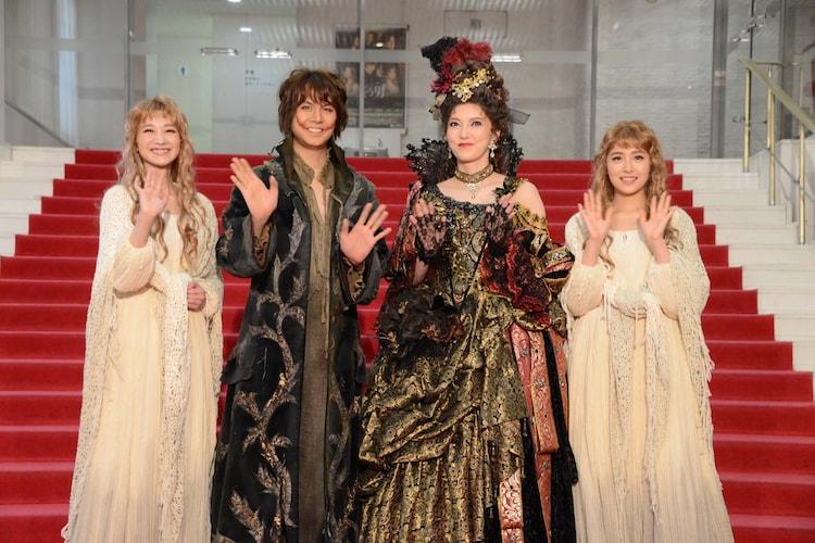 左から夢咲ねね、浦井健治、朝夏まなと、衛藤美彩。