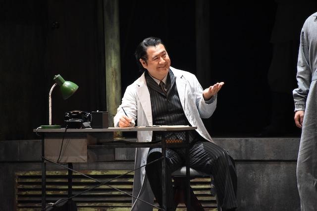 「俳優とオーケストラのための戯曲『良い子はみんなご褒美がもらえる』」公開舞台稽古より。