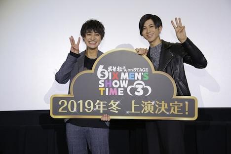 劇場版「えいがのおそ松さん」舞台挨拶より、左から高崎翔太、井澤勇貴。