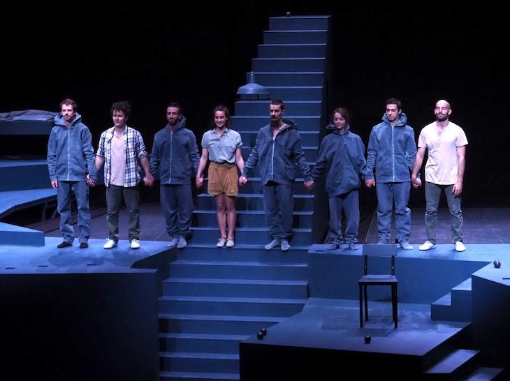 アート・オブ・サーカス「Scala -夢幻階段」カーテンコールの様子。(撮影:平尾正志)