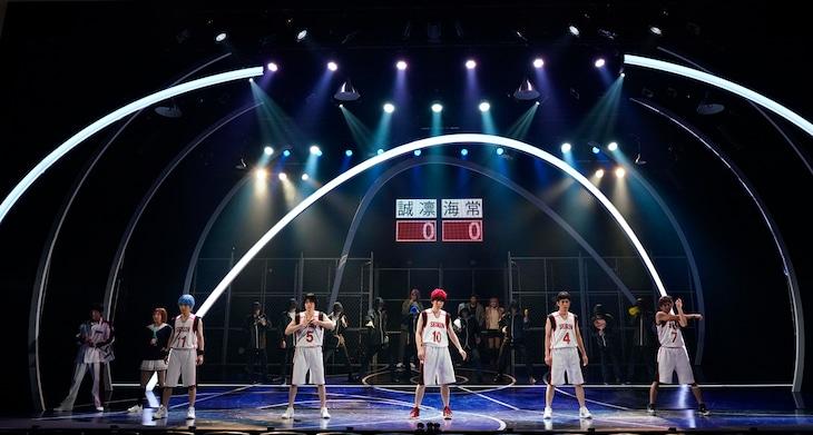 「舞台『黒子のバスケ』ULTIMATE-BLAZE」より。(撮影:引地信彦)